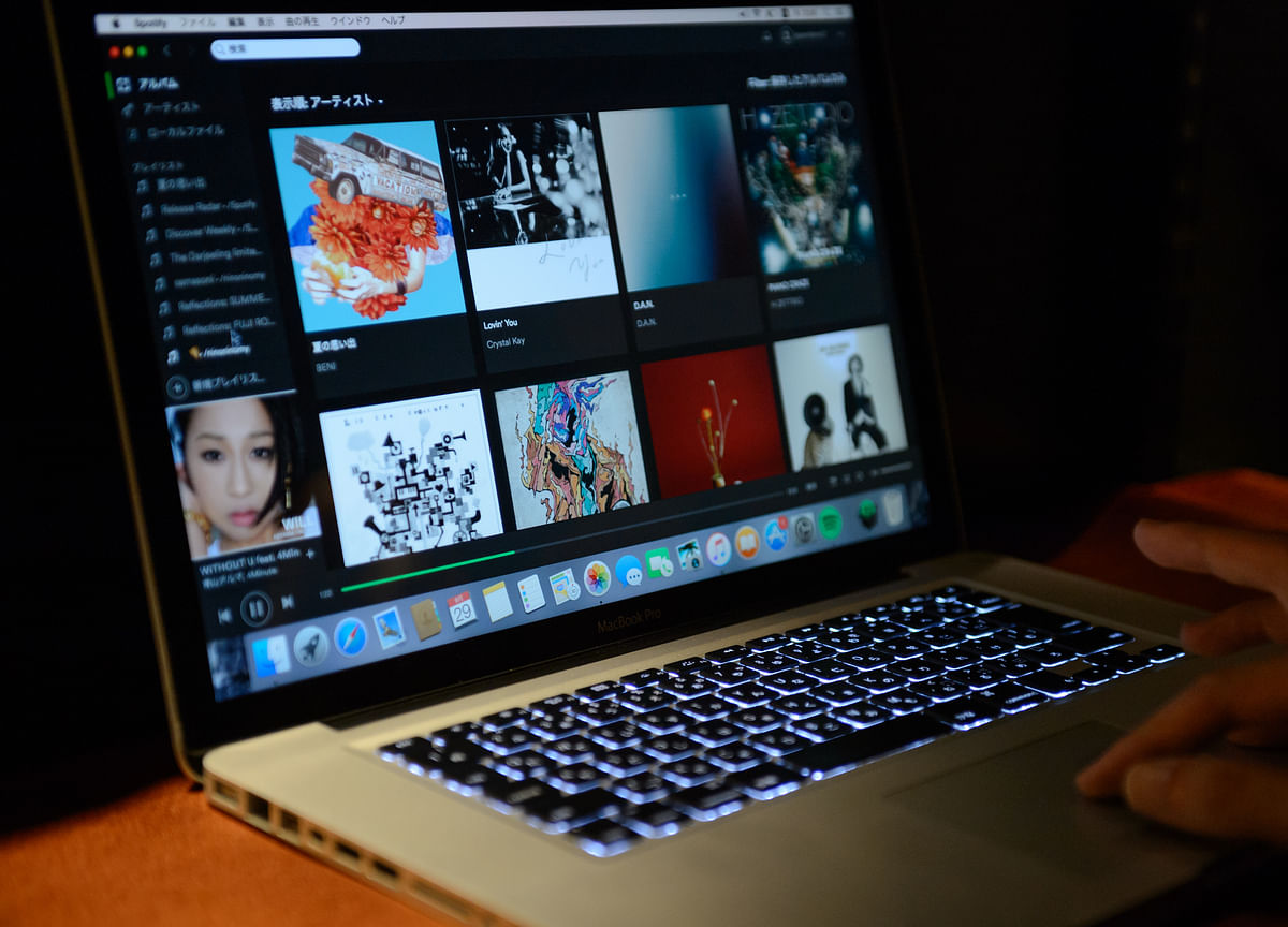 While Music Streaming Sales Surge, Singers Still Get Paid a Song