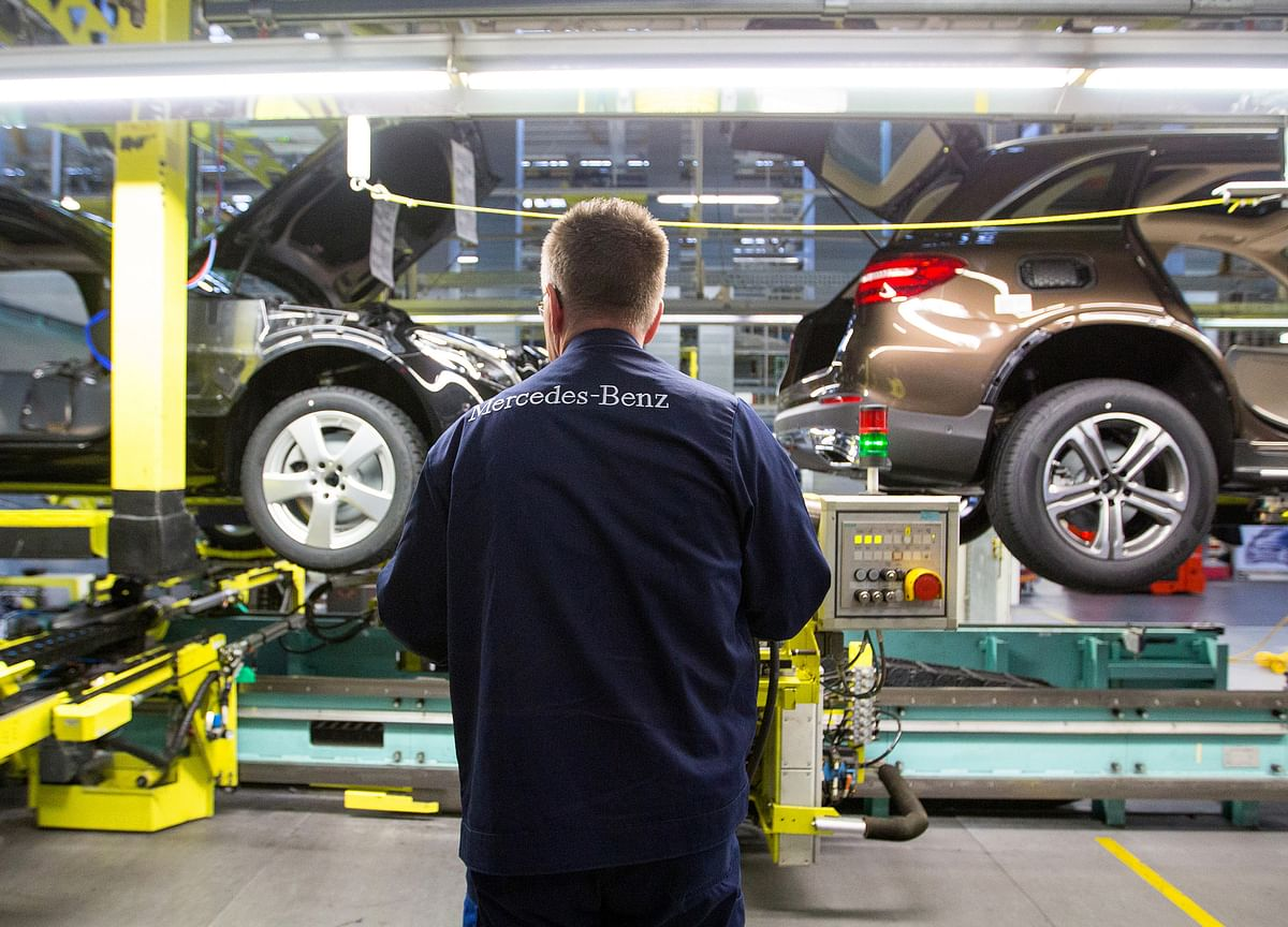 German Factories, Stuck in a Slump, Hold Back Euro-Area Economy