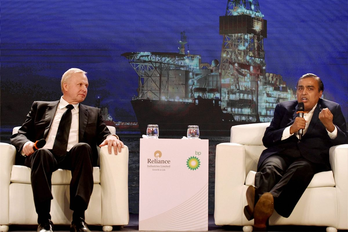 BP Plc Chief Executive Officer Bob Dudley and Reliance Industries Limited Chairman Mukesh Ambani at a press conference in New Delhi. (Photo: PTI)