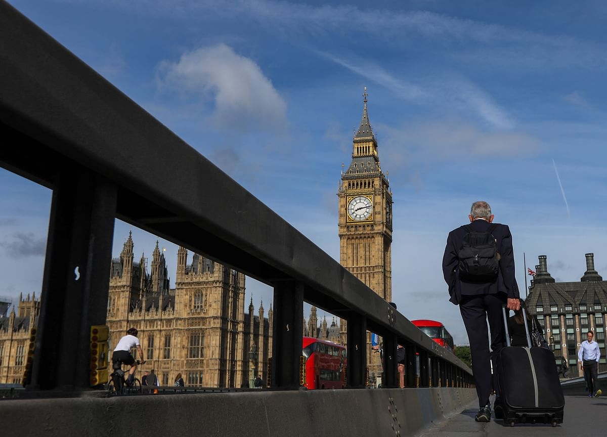 U.K. Faces Longest Fall in Living Standards on Record