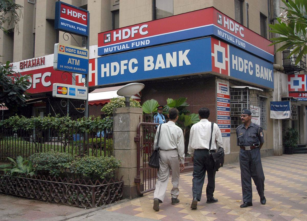 HDFC Bank Mulls Raising Funds Through Institutional Share Sale