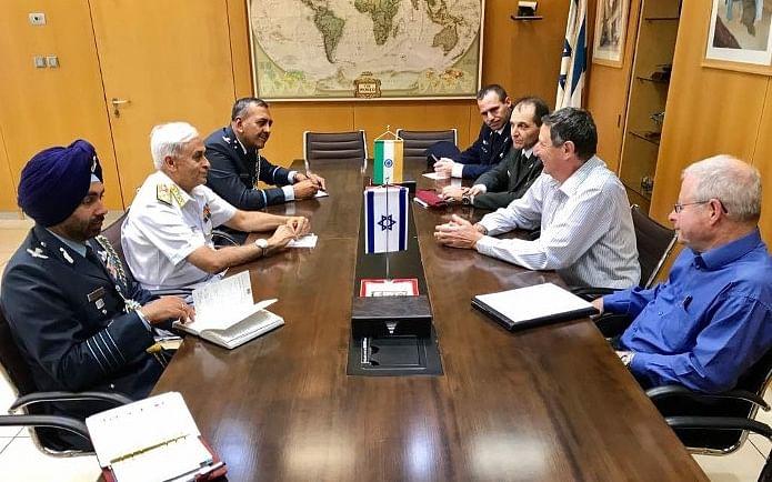 Admiral Sunil Lanba, Chief of Naval Staff, meeting with IDF Major General Udi Adam, head of the Israeli Ministry of Defence, in Tel Aviv, Israel, on June 12, 2017. (Source: Indian Navy)