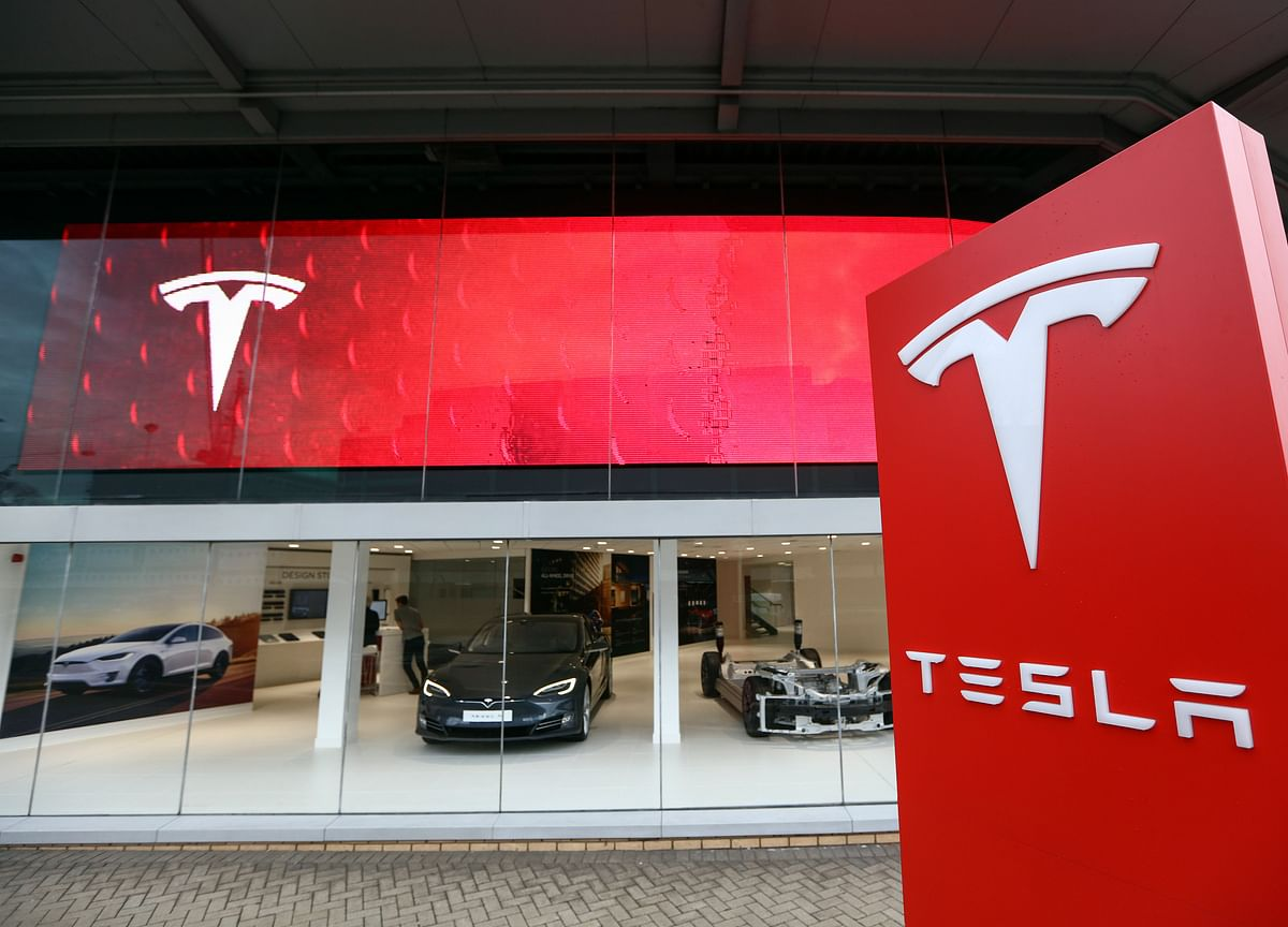 Tesla's Surprise CFO Exit May Add Fuel to 'Conspiracy Theories'