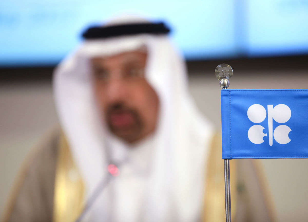 OPEC Tries to Force Russia Into Deeper Cuts as Oil Price Slumps