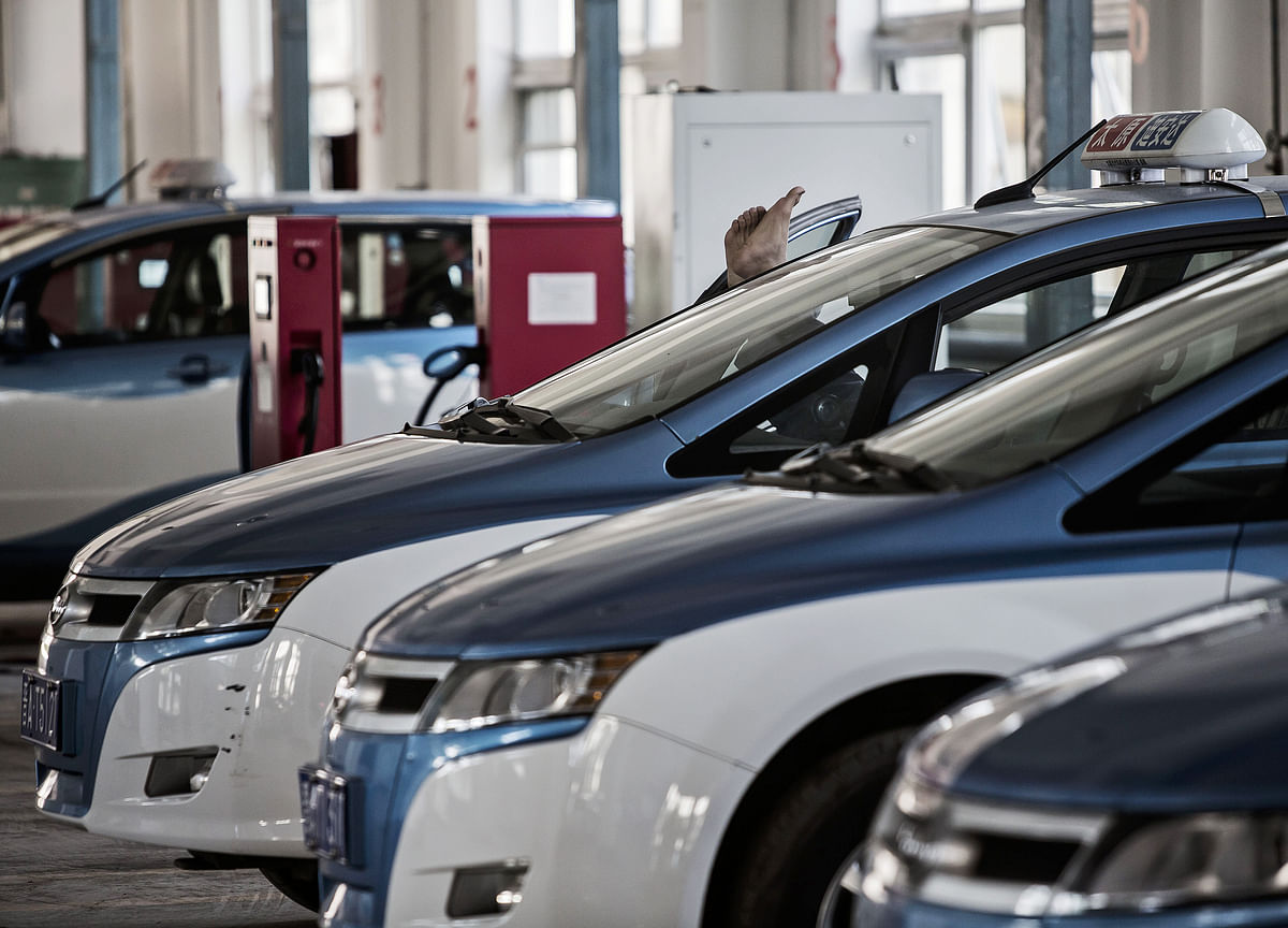 China Car Sales Rise for First Time in a Year on Discounts