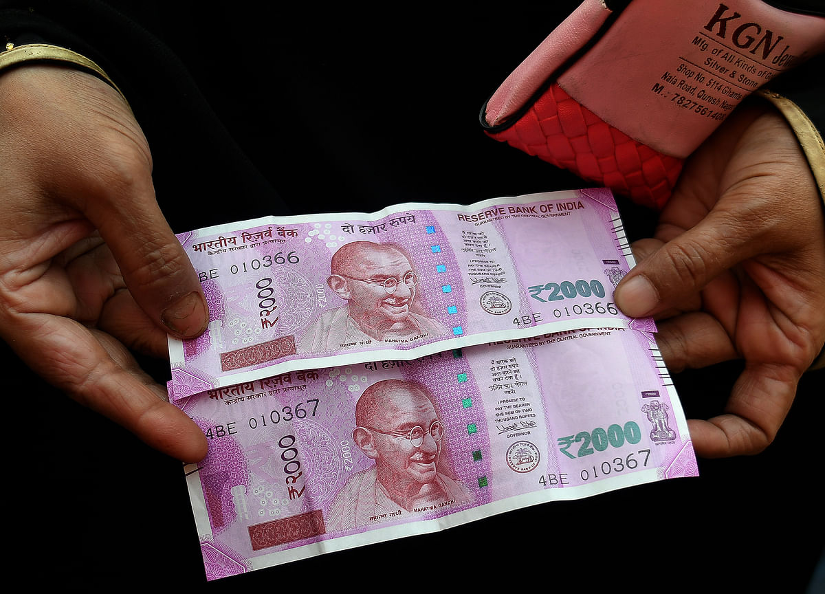 Bonds Drop With Rupee in India as RBI's Dovish Pivot Falls Short