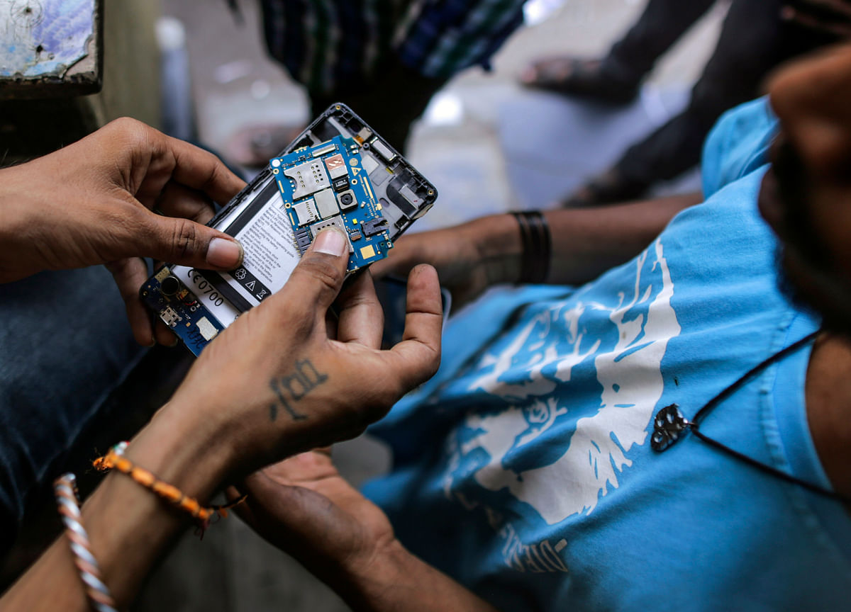 Government Plans To Develop Electronics Component Manufacturing Base In India