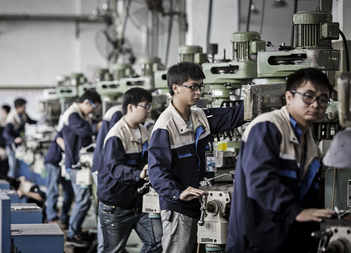 China Factory Output, Investment Slow While Consumption Firms