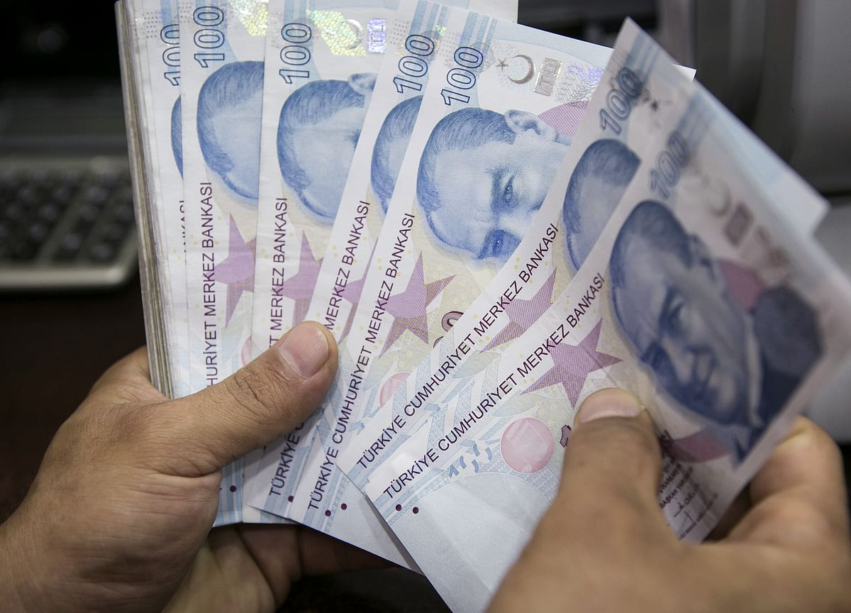 Central Bank Mettle in Focus as Dollar Saps Emerging Markets