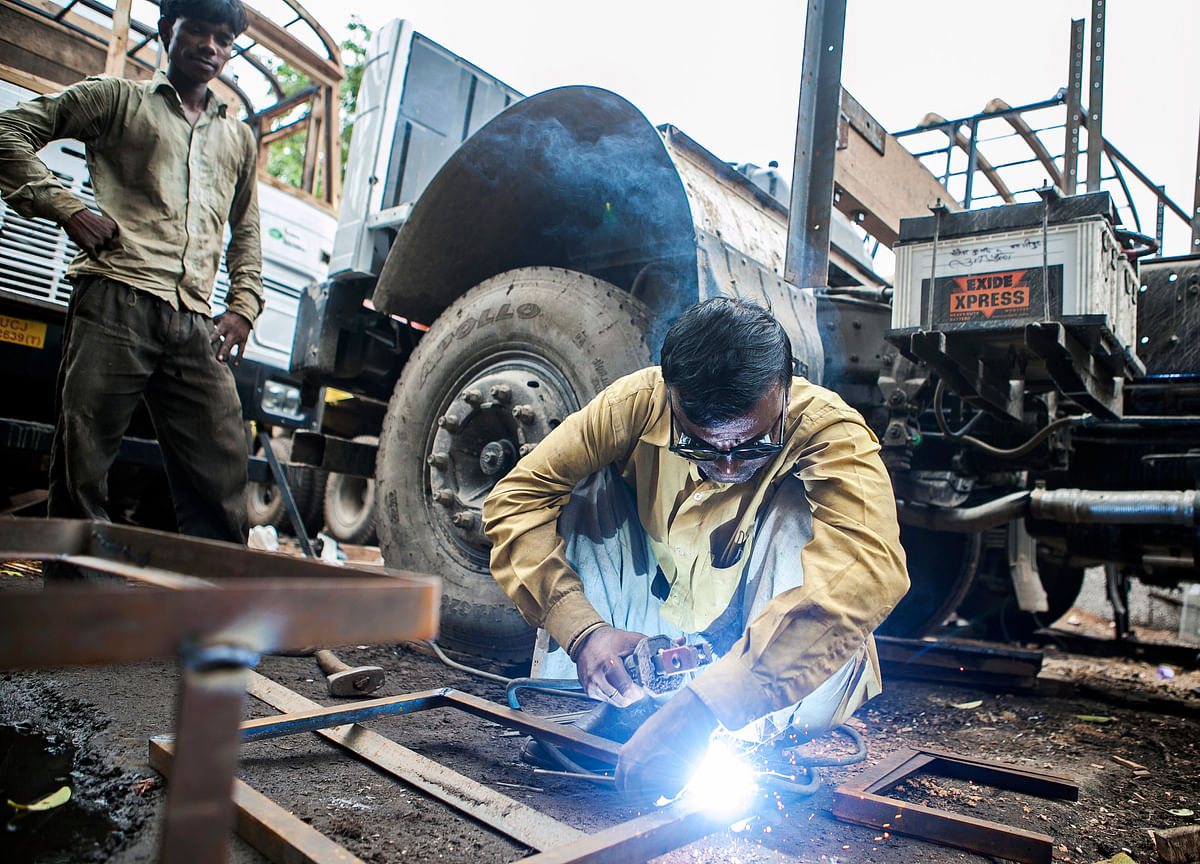 India Factory Output Unexpectedly Declines First Time in 2 Years