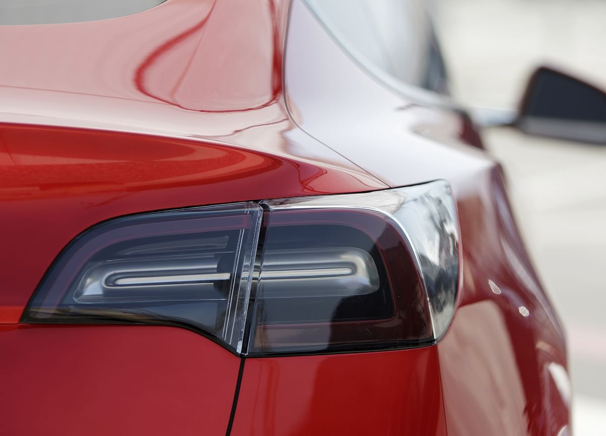 Tesla Buyers Hear Clock Ticking as $7,500 Credit Phases Out