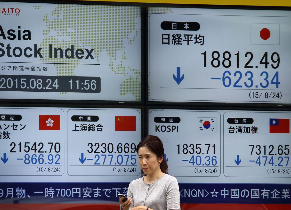 Tech Stocks Slump as Small Caps Gain; Gold Falls: Markets Wrap