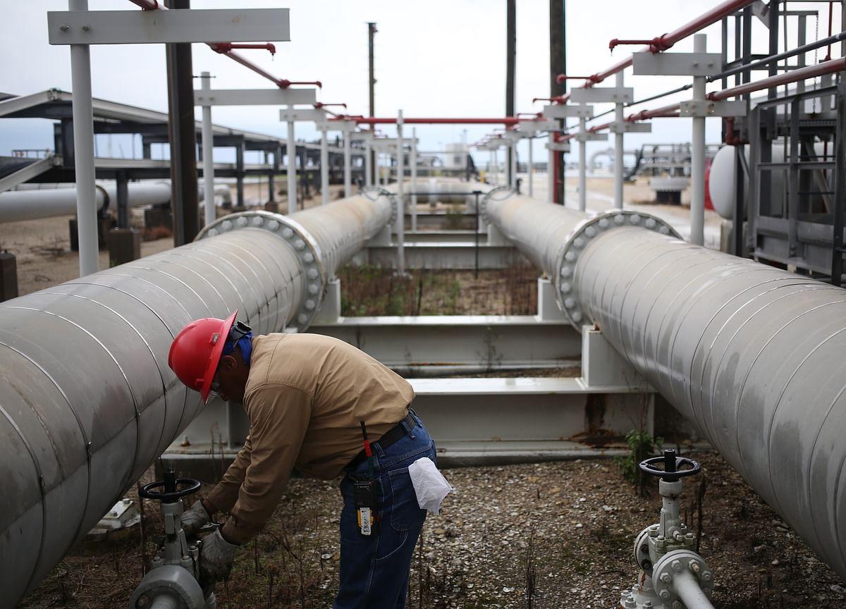 Oil Slips as Factories, Housing Flash Latest Economic Warnings