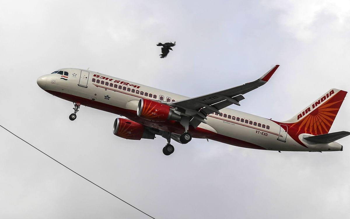 An Air India Ltd. aircraft prepares to land at Chhatrapati Shivaji International Airport in Mumbai, India. (Photographer: Dhiraj Singh/Bloomberg)