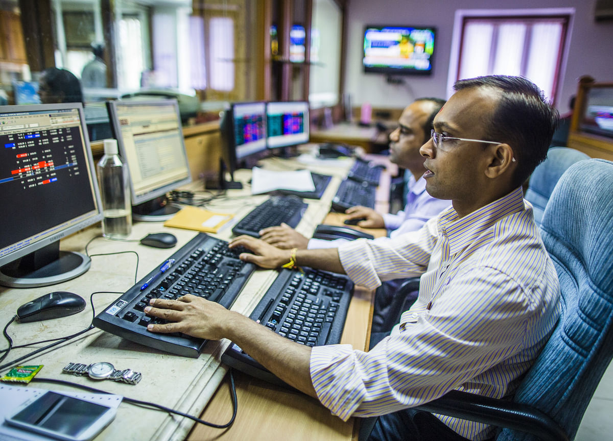 Sensex Rebounds From a Weekly Fall on Earnings, Rainfall Outlook