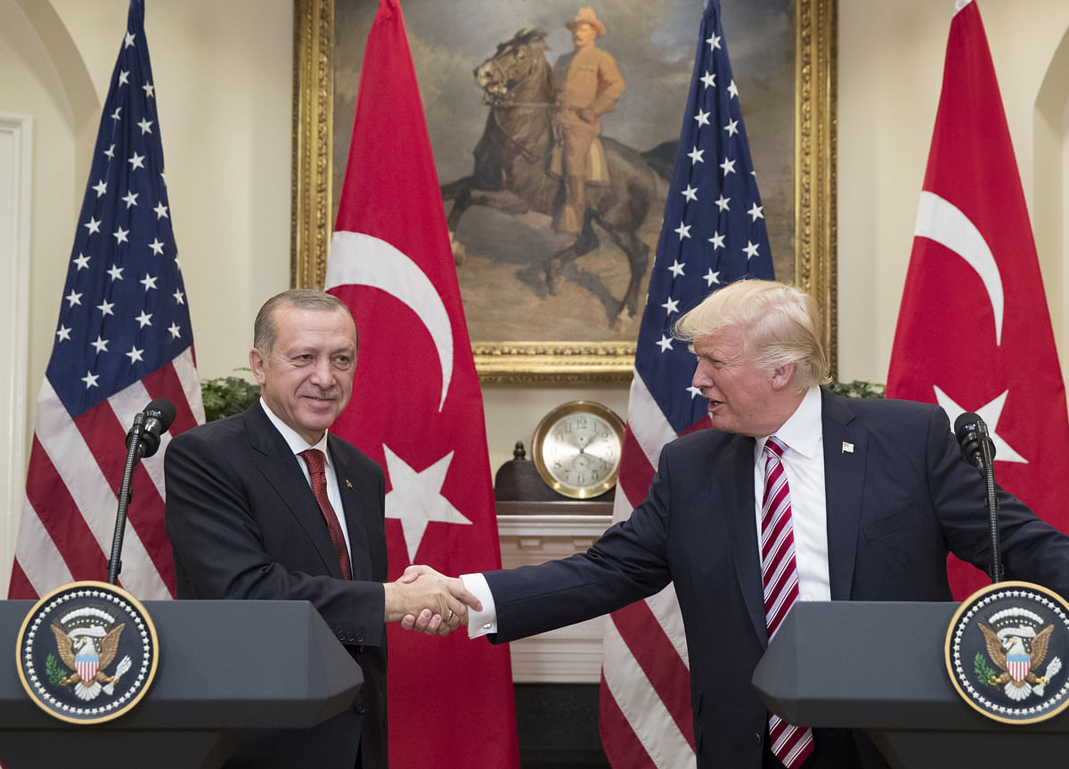 Erdogan Stays Defiant as Turkey Slips Toward Financial Crisis