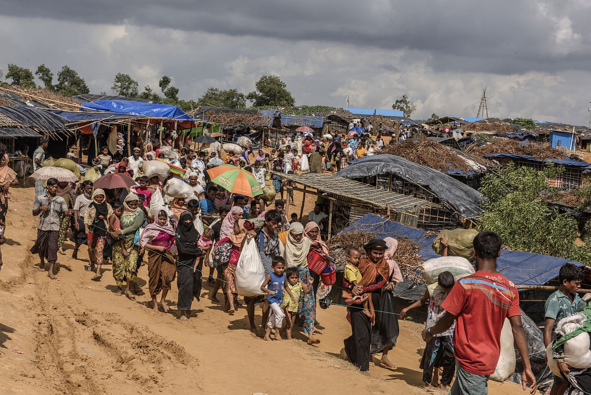Rohingya people make their way to permanent tents in the Kutupalong Refugee Camp in Cox's Bazar, Bangladesh, on September 21, 2017. (Photographer: Ismail Ferdous/Bloomberg)