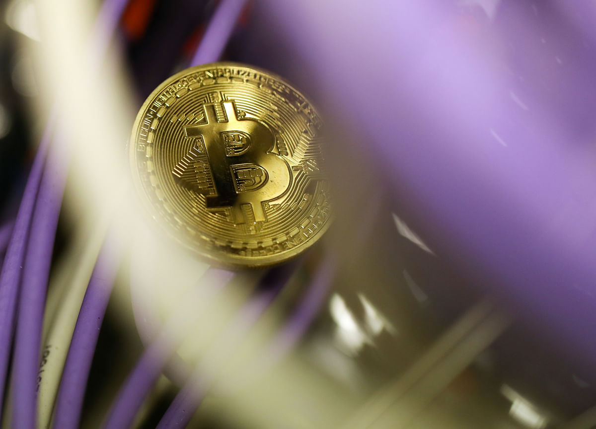 Bitcoin Halts Longest Rally Since December After 24% Increase