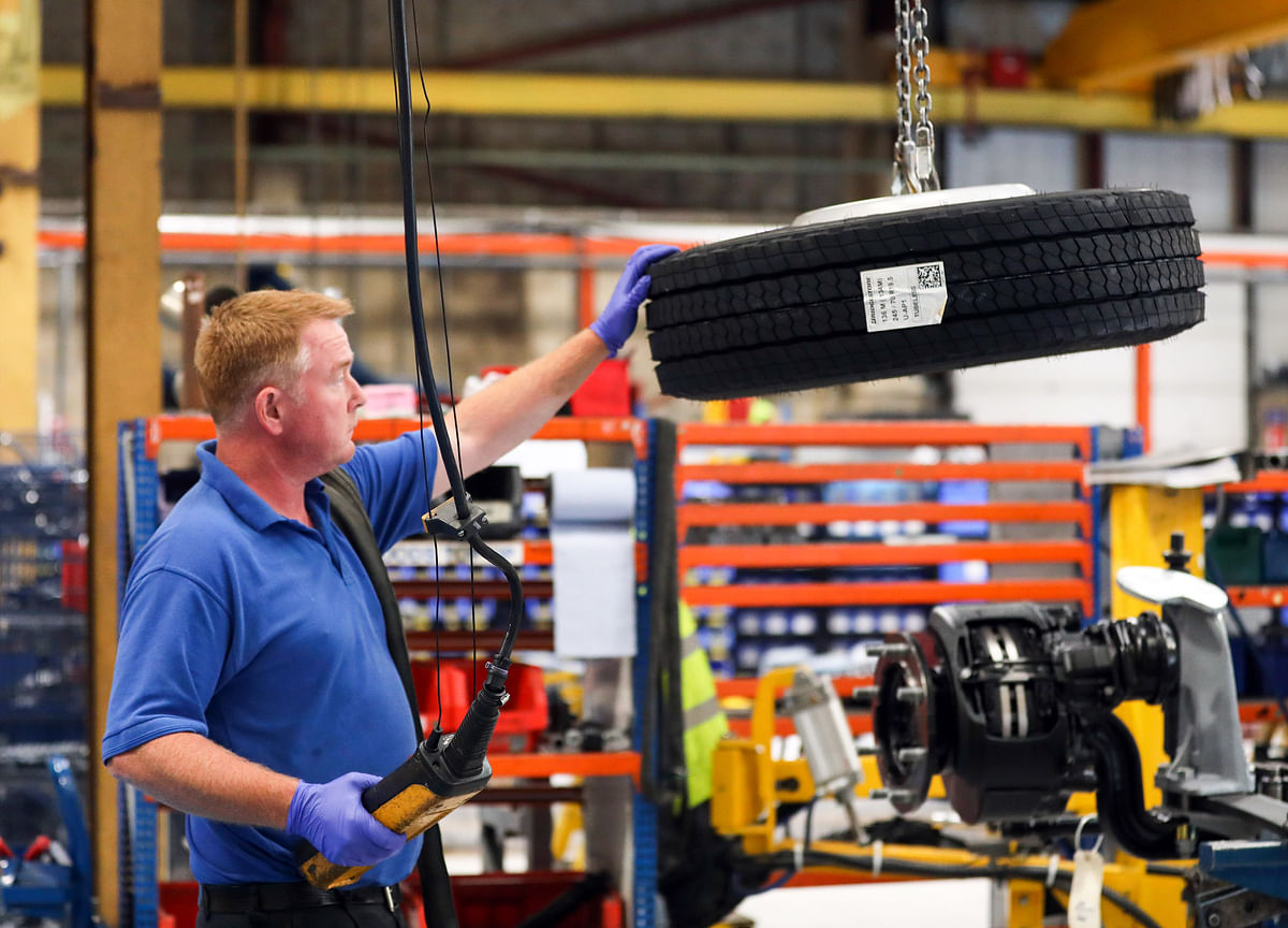 U.S. Manufacturing GaugeContracts for First Time in Three Years