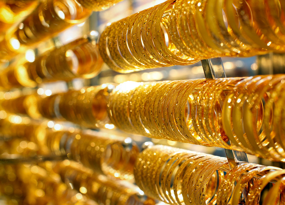 Gold Falters in Ascent Toward $1,800, Buffeted by Rising Dollar