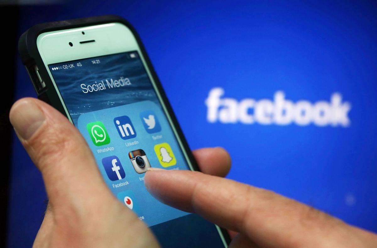 Social media apps. (Photographer: Chris Ratcliffe/Bloomberg)