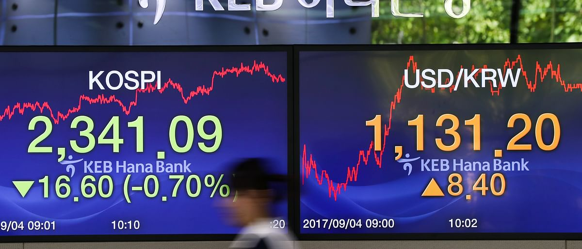 Stocks Rise to Records on Earnings; Dollar Weakens: Markets Wrap