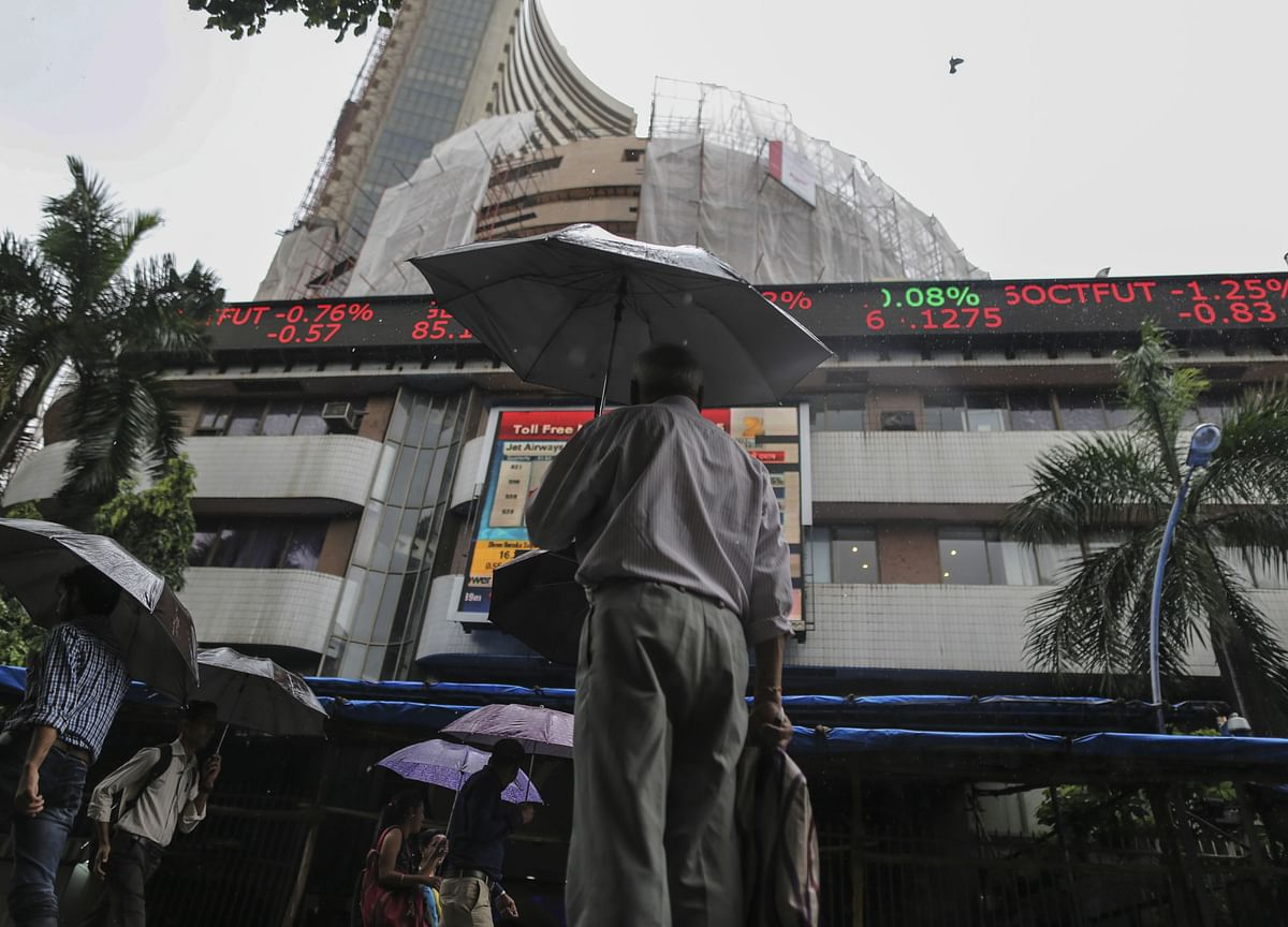 Record Stimulus Slows Credit Downgrades of Indian Companies