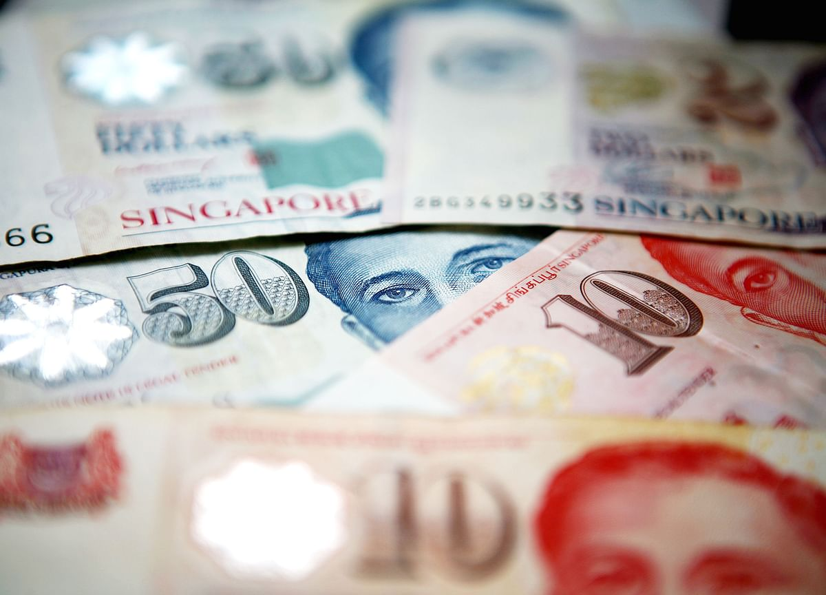 Trade Risks Aside, Singapore Central Bank Is Ready to Tighten