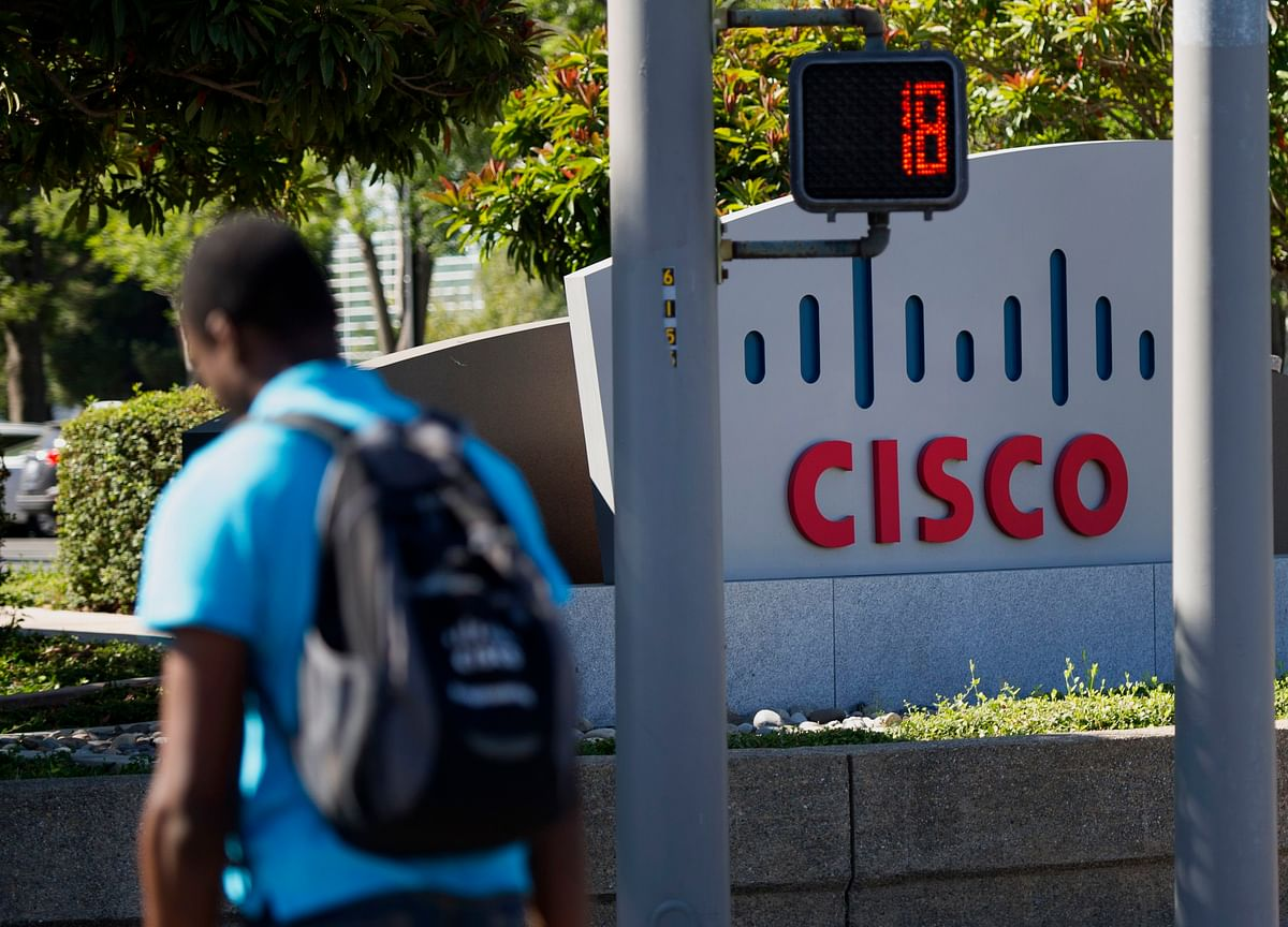 Cisco Sees First Revenue Growth in Eight Quarters; Shares Up