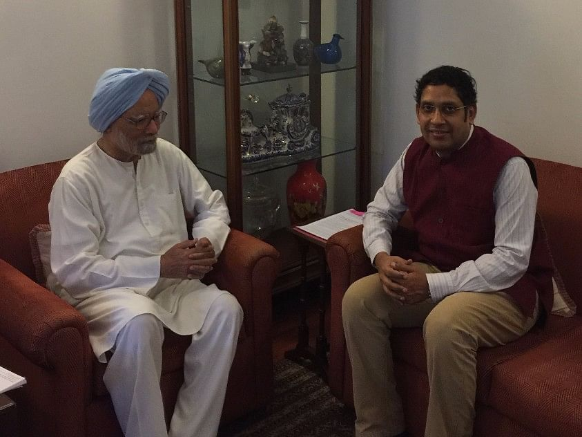File photo of Former Prime Minister Manmohan Singh and BloombergQuint Contributing Editor Praveen Chakravarty. (Image: Author)