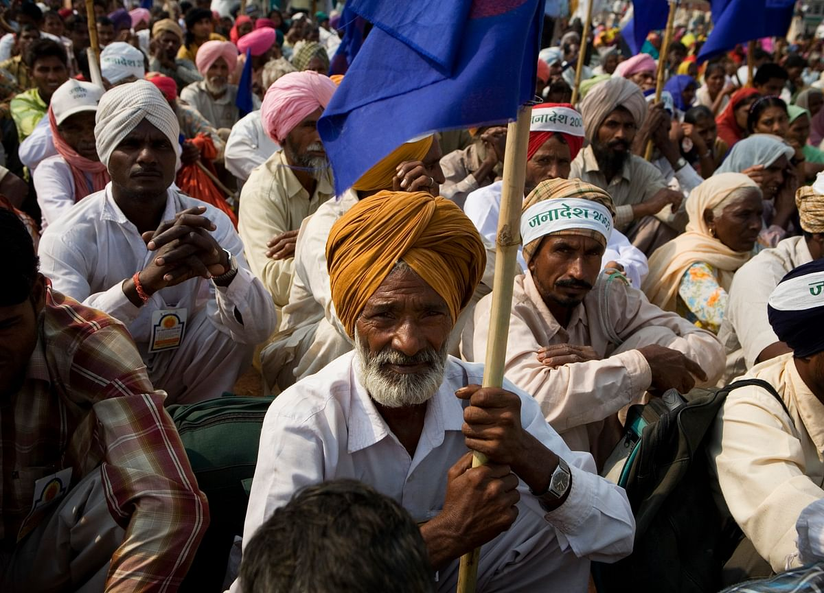 Thousands of Farmers March Toward New Delhi to Protest