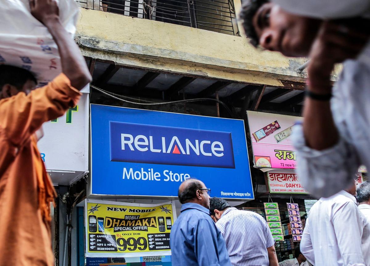 Reliance Communications Extends Gain on Asset Sale Signals