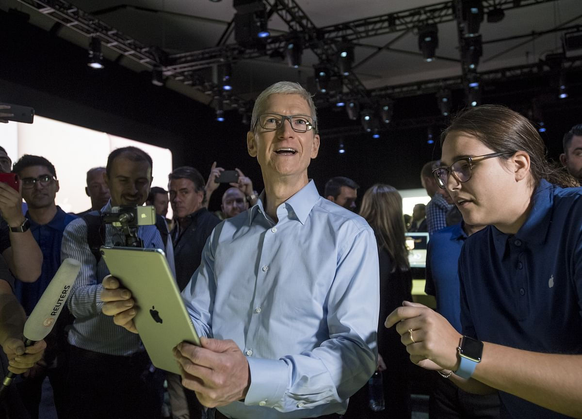 Apple CEO Cook Gets 74% Bonus Boost After Earnings Rebound