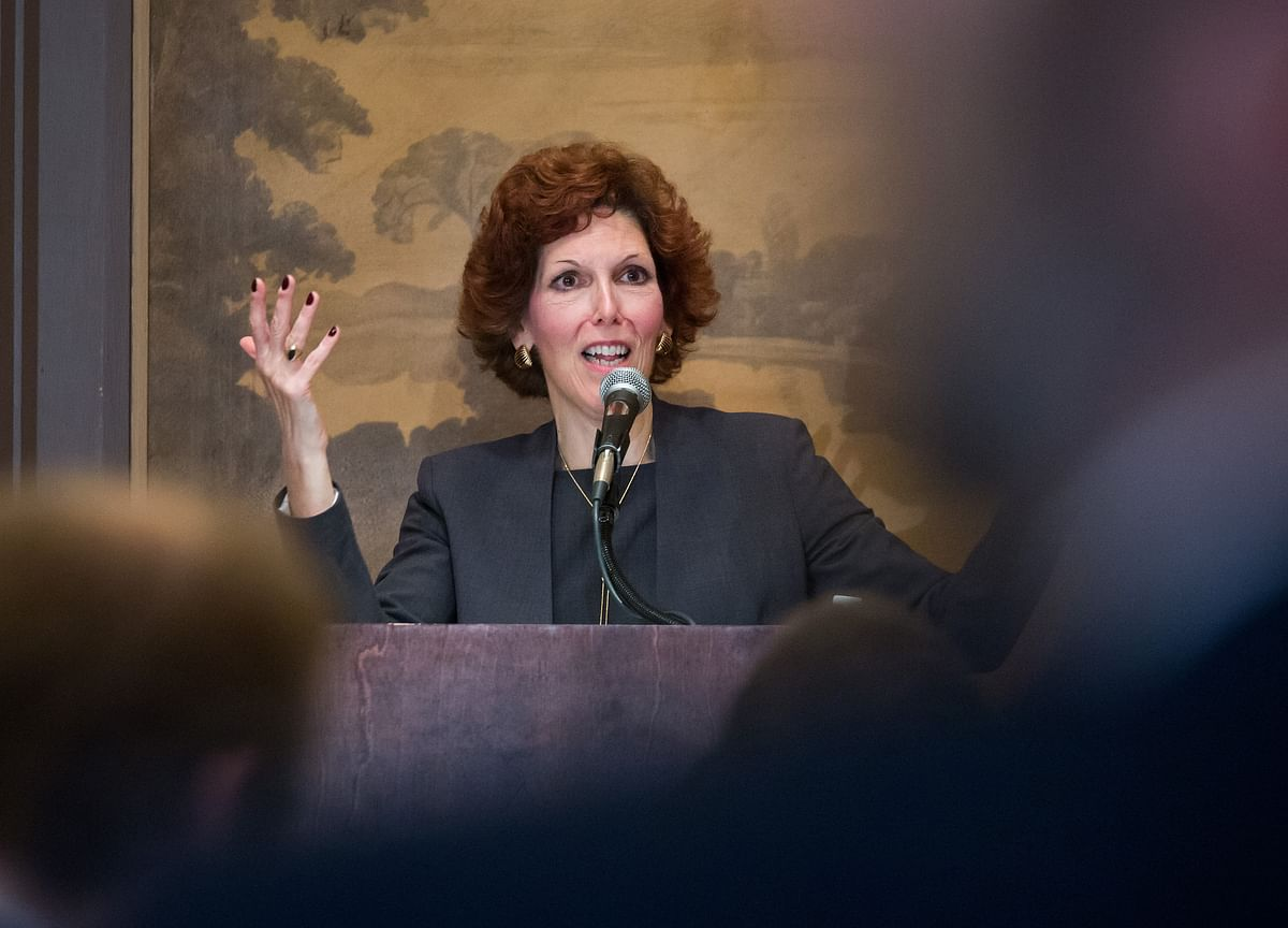 Fed's Mester Shrugs Off Flattening Yield Curve in Call for Hikes