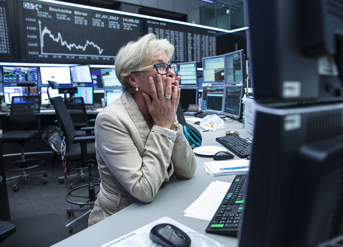 Dollar Gains, Stocks Mixed in Pre-Holiday Trading: Markets Wrap
