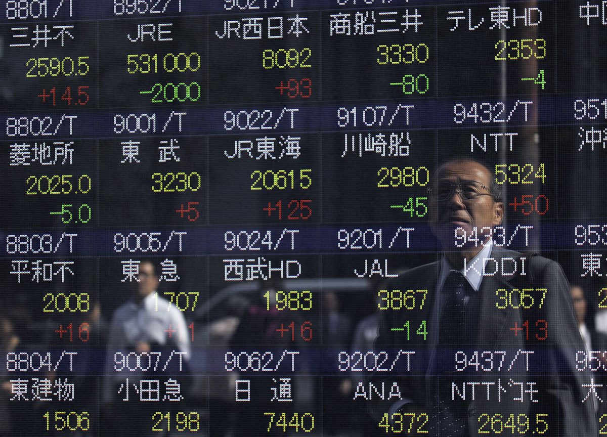 U.S. Stocks Sink on Tech Rout; Treasuries Advance: Markets Wrap