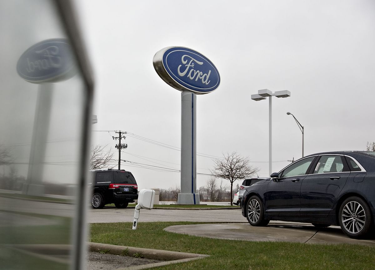 Ford CEO Discounts Job-Cut Report, Promises More News This Week