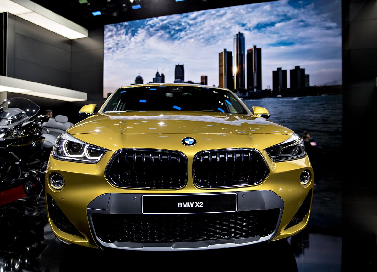 BMW Tightens U.S. Luxury Race as Mercedes Deliveries Plunge