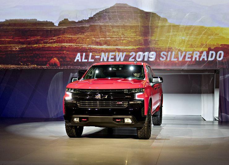 GM Shows Off New Silverado in Bid to Narrow Ford's Pickup Lead
