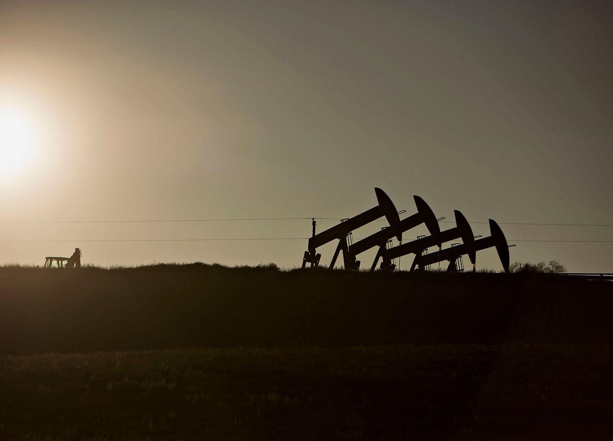 Oil Slide Burnishes Indian Bonds as Weak GDP Spurs Rate-Cut Bets