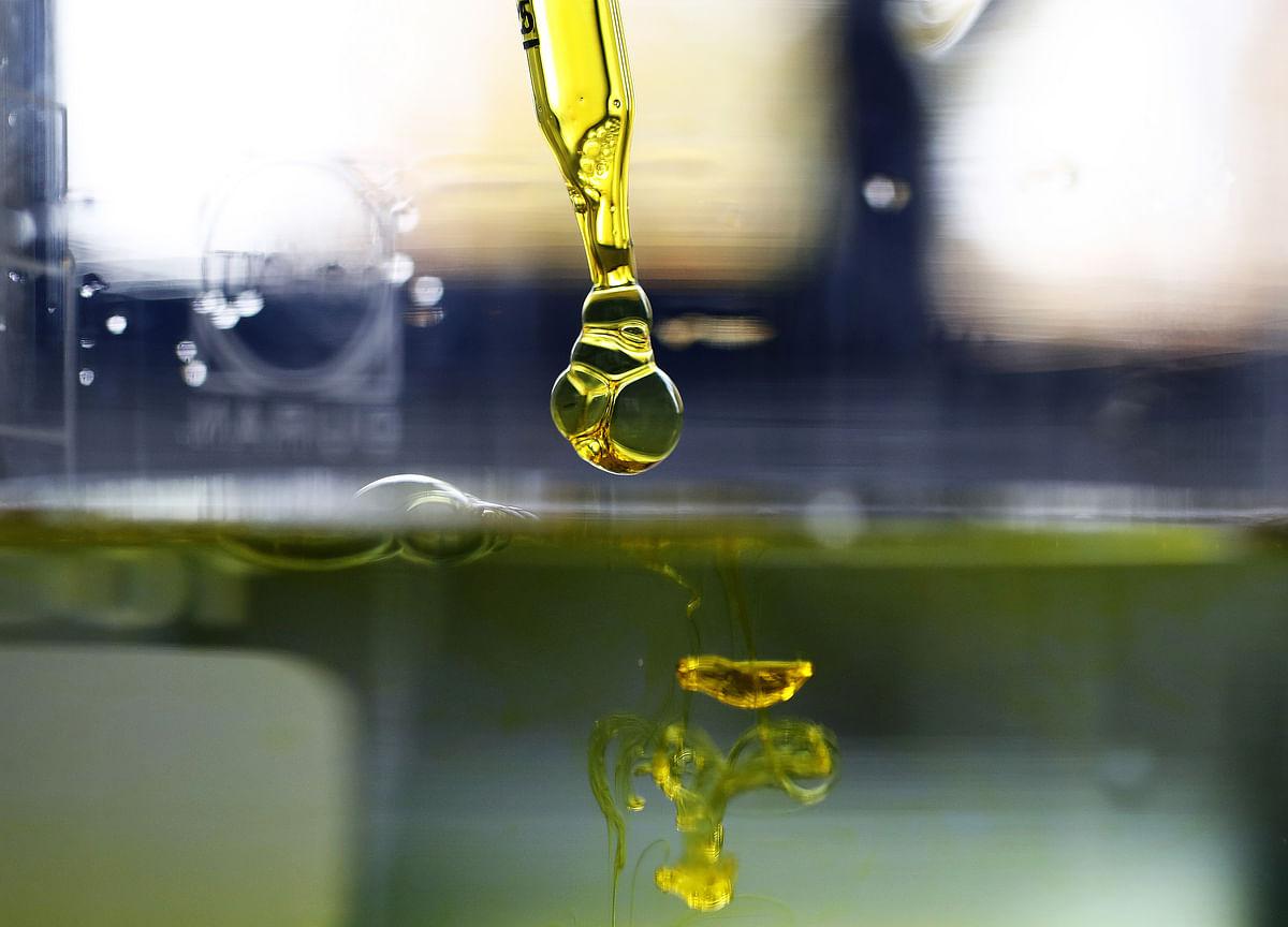 Oil Slides After Industry Report Shows Big U.S. Stockpile Build
