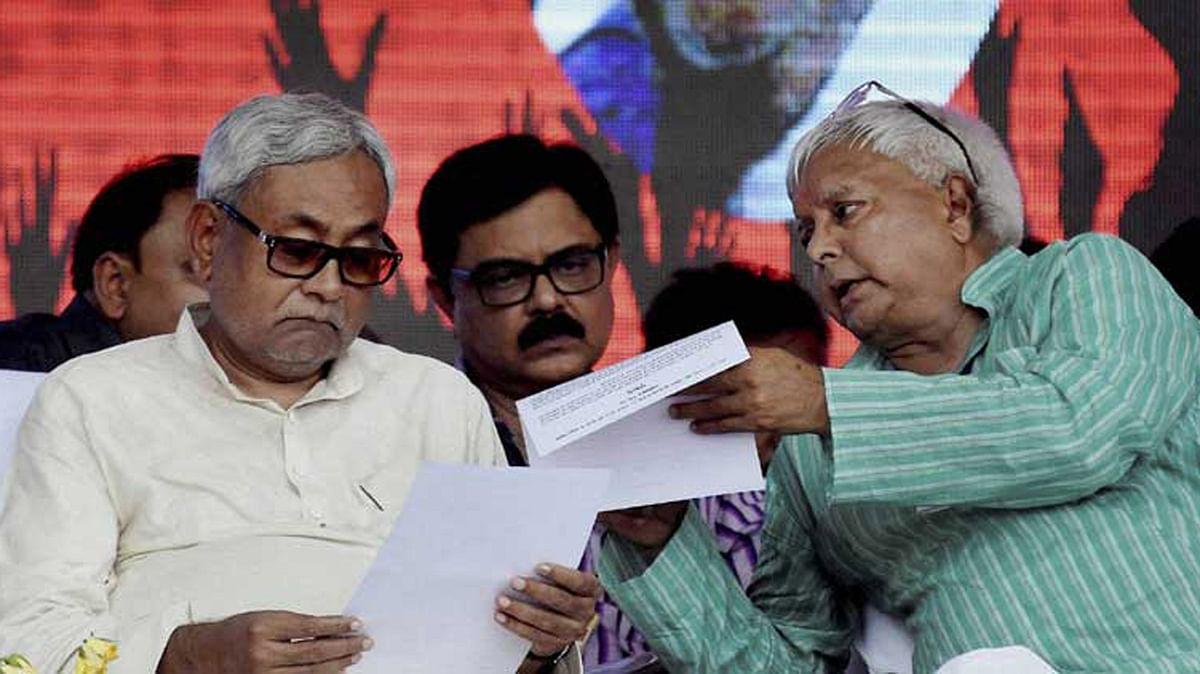 Bihar Chief Minister Nitish Kumar and RJD chief Lalu Prasad at Gandhi Maidan, Patna.(Photograph: PTI)