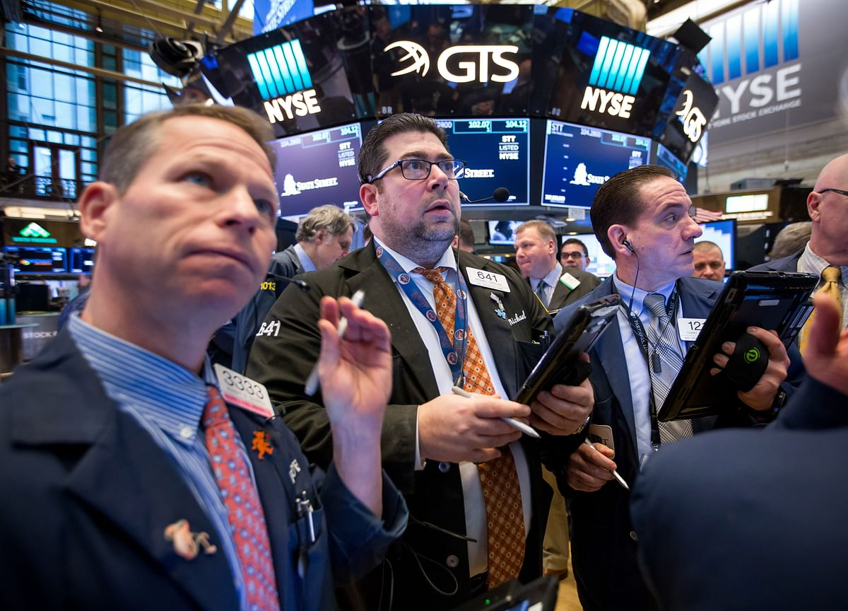 Wall Street Divided as Global Equity Wipeout Nears $1 Trillion