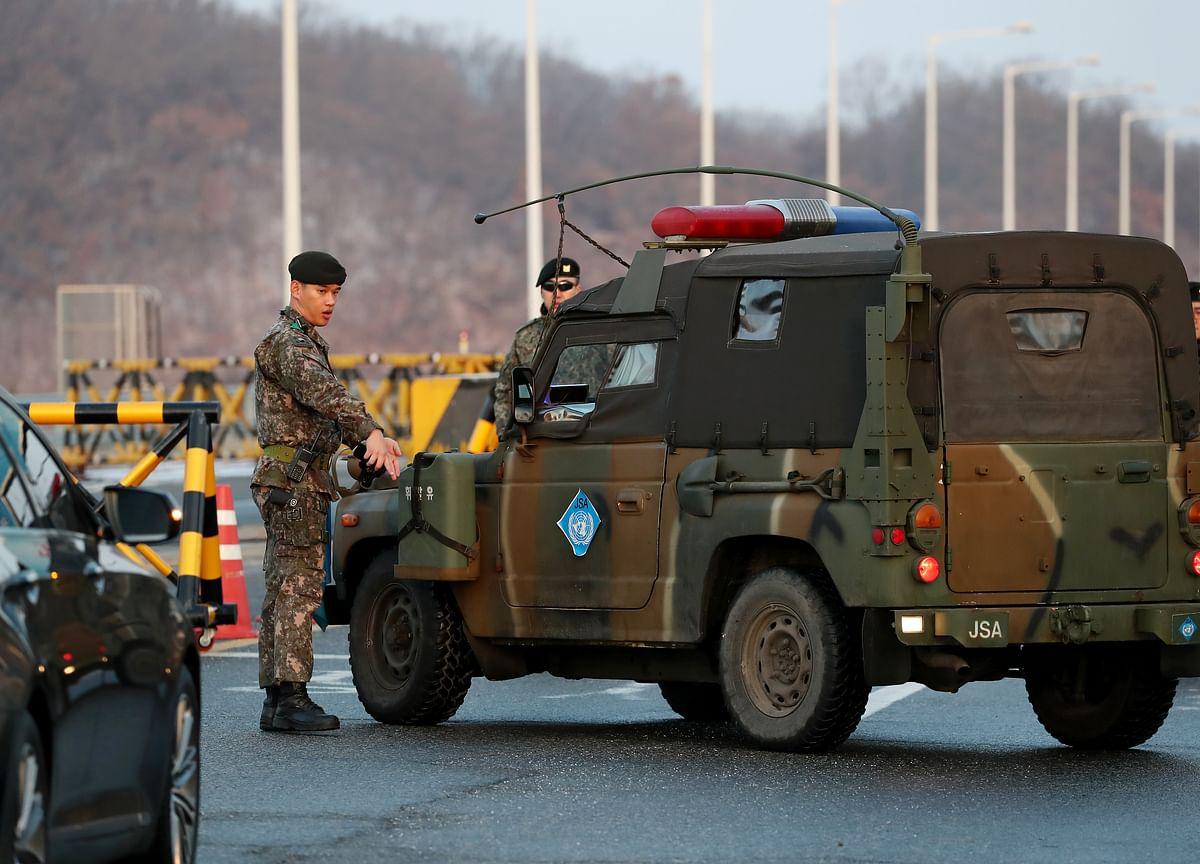 Moon Envoys Head to Pyongyang to Push Talks With U.S.