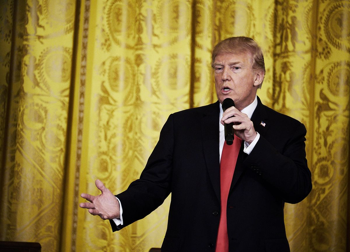 Trump Spends Night With `Crazy' Media at White-Tie Gridiron Ball
