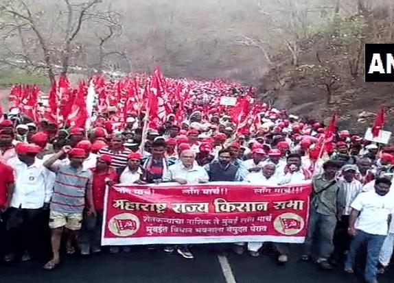 Maharashtra Farmers Continue March From Nashik, Demand Loan Waiver
