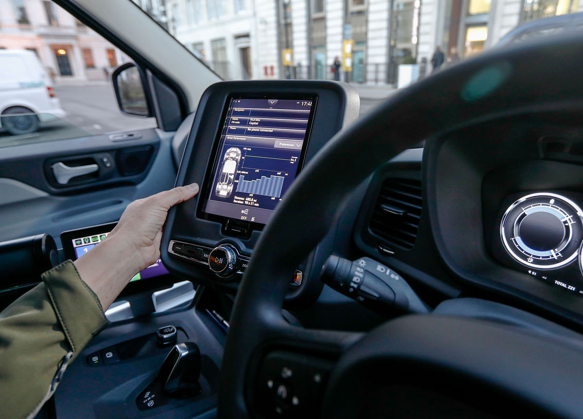 Telecom Giants Fear Missing the Money as Cars Go Online