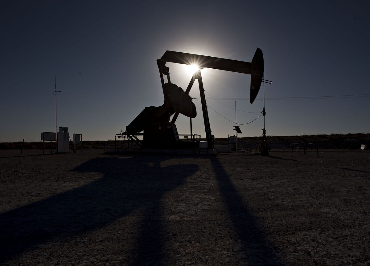 Oil Inches Higher But Struggles to Break Through $61 a Barrel