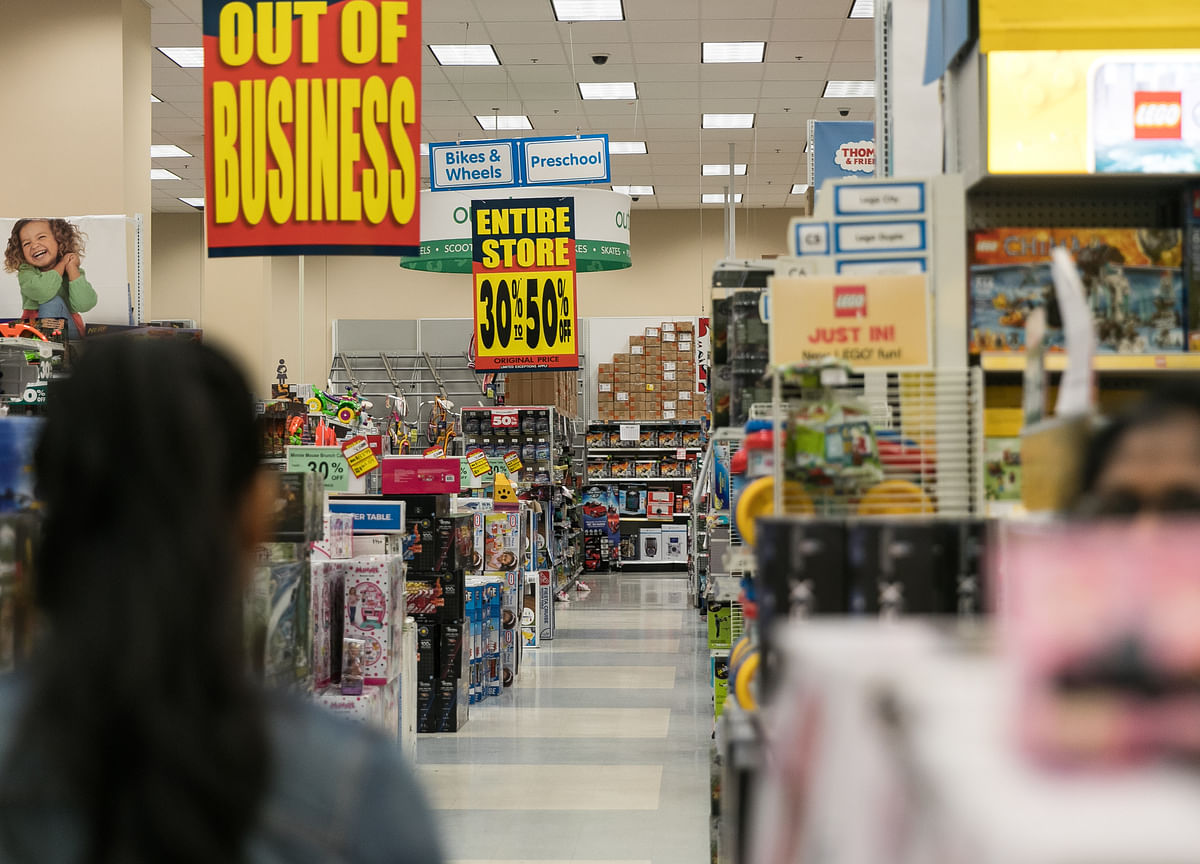 U.S. Growth Outlook Weakens After DisappointingRetail Data