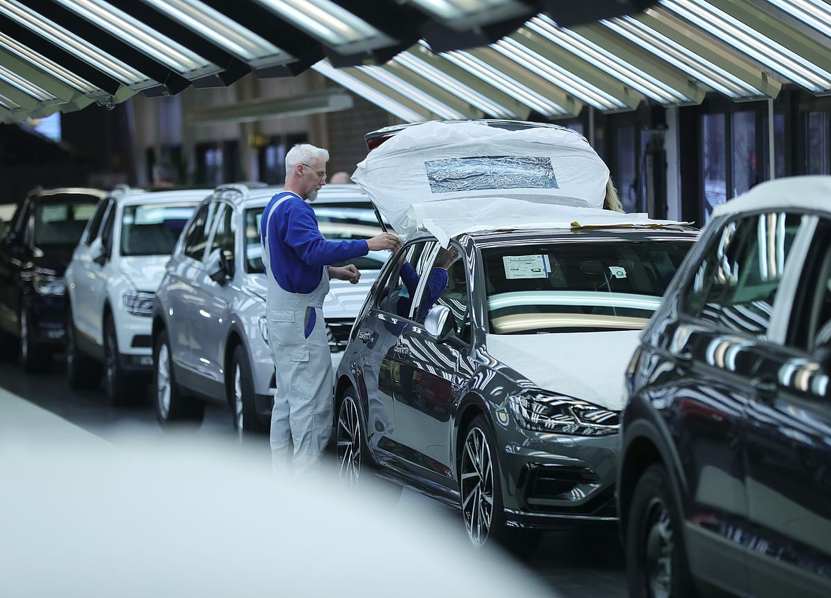 German Factory Orders Unexpectedly Drop Amid Trade Fears